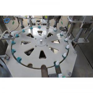 Vedel sääsetõrjevahendite täitmise ja ühendamise ning korgistamise masin